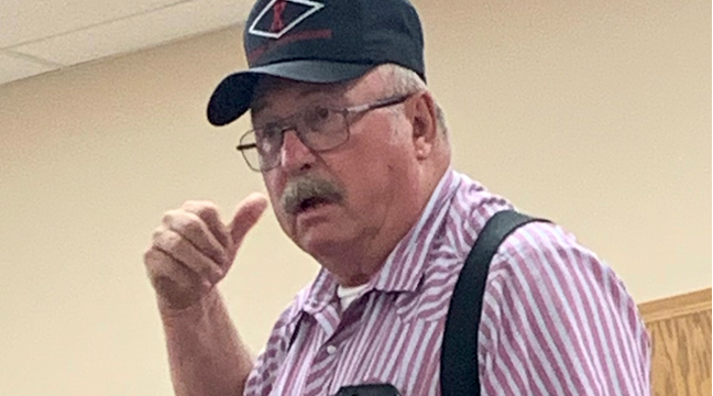 CLEARWATER TWP. RESIDENT MEL KLEIN explains his dissatisfaction with the township board during their monthly meeting. (Photo by Penny Leuthard.)